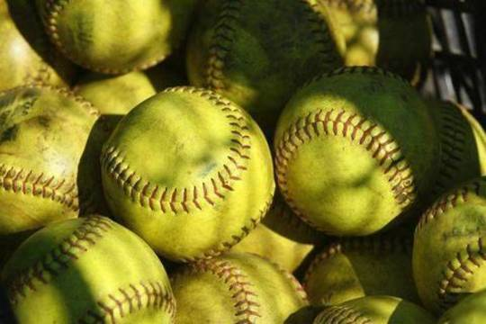 Top story 111d9515280e0e487270 softballs