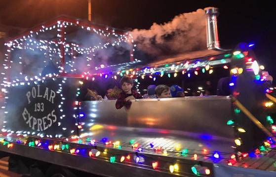 Top story dd21e13362768c436f83 sompixfireparade2017polarexpress  1