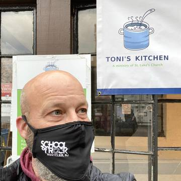 Top story e3100b94e4c7a40c4507 sor kevin march tonis kitchen donation   for media