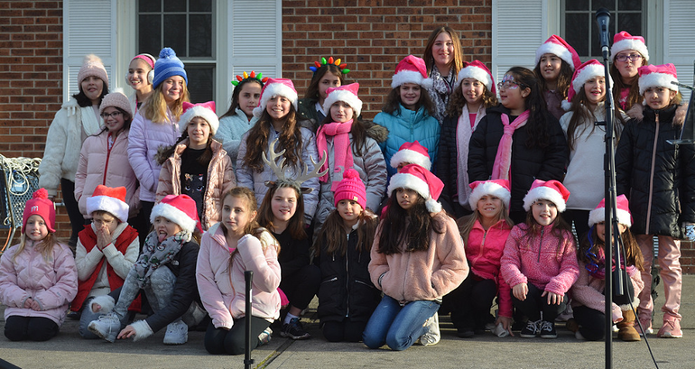 SPX14 - Carolers in Scotch Plains.png