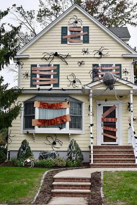 Carousel image acc888bb74e9360872e0 spiderhauntinghouse