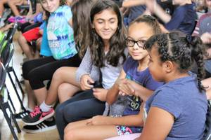 Carousel image 2cd51fd0bf07e779cf4a start with hello lakeview students saying hello   002