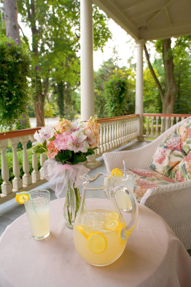 summer lemonade on the porch.jpg