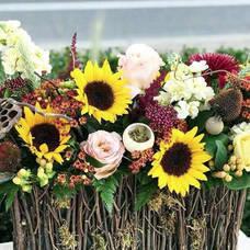 Carousel image 4c87863376f8f1087c09 sunflower basket arrangement class reynold s garden shop