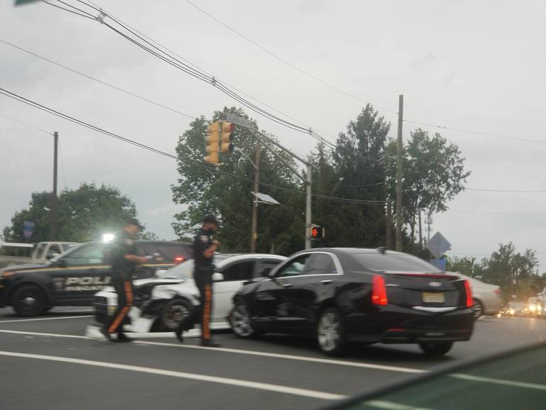 S Washington and Lakeview Accident 1.jpg