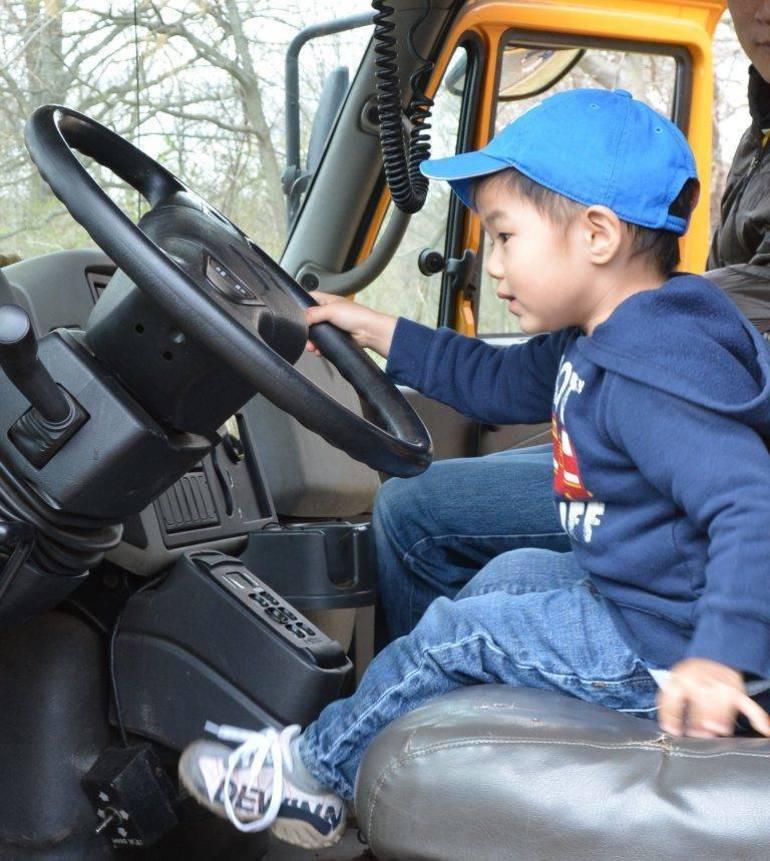 touch-a-truck-1-768x859.jpg