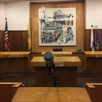 Top story a1f74ac553b356dd8f41 town hall mic