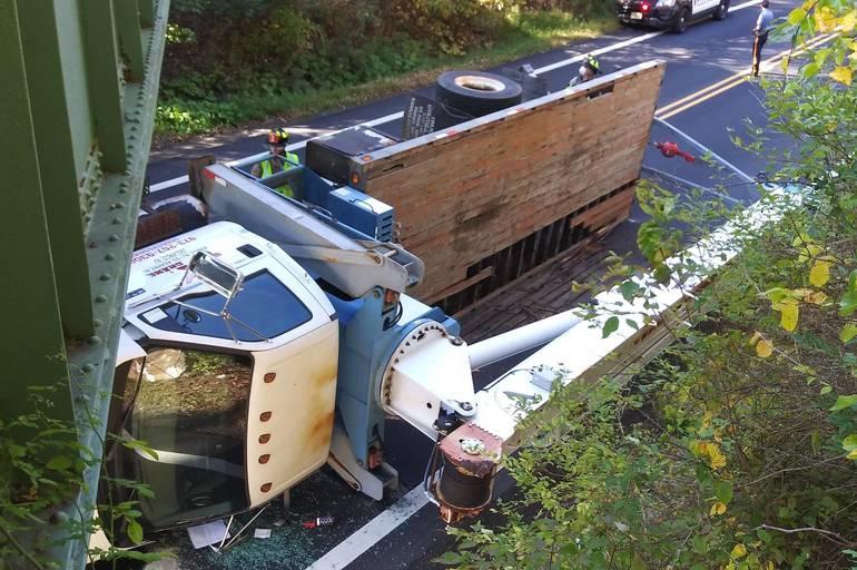 truckvsbridge in Roxbury.jpg