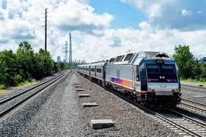 Carousel image 749f54e326b4e5f9f0e2 train for column