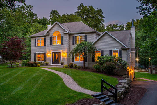 Top story 13277fdace27ec0cdb3b twilight front ext from driveway