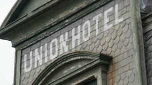Carousel image 63b54a16e025299a5219 union hotel sign