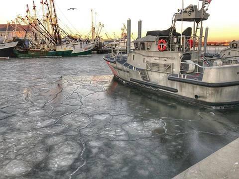 Top story eba91e56ec5ff317cfe8 uscoastguardmanasquanfrozen