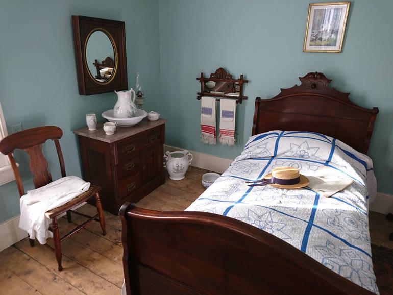 The Simple Surroundings Of A Victorian Era Roxbury Teen Tapinto