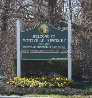 Carousel image 17b7f632e2ea94fdefd5 welcome to montville spring sign 7 with gimp crop 2019 paint