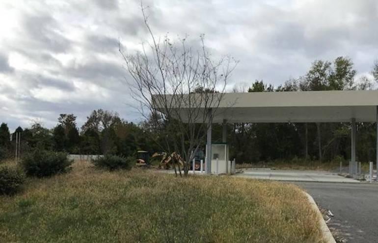 Windsor gas station 2.jpg