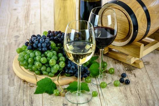 Top_story_8f78e1f5bbd1bf51524b_wine-1761613_1280
