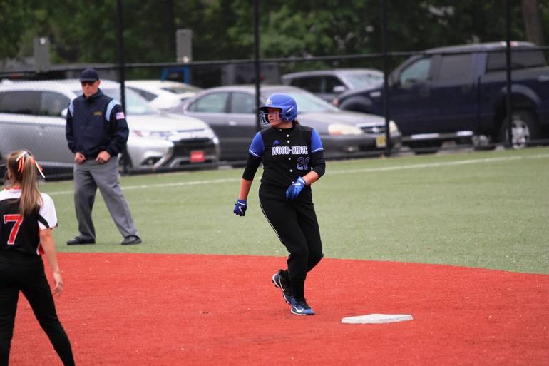 HS Softball:  Wood-Ridge Edges Hasbrouck Heights, 4-2
