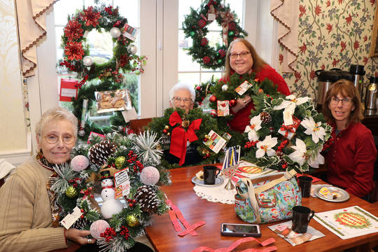 Top story a87787f63cbee9832637 wreath winners table