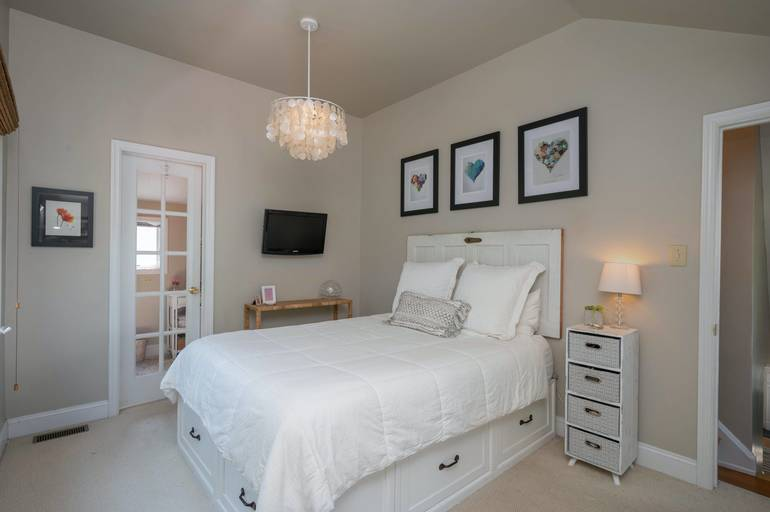 36 Essex Road, Chatham Boro, NJ:$789,000