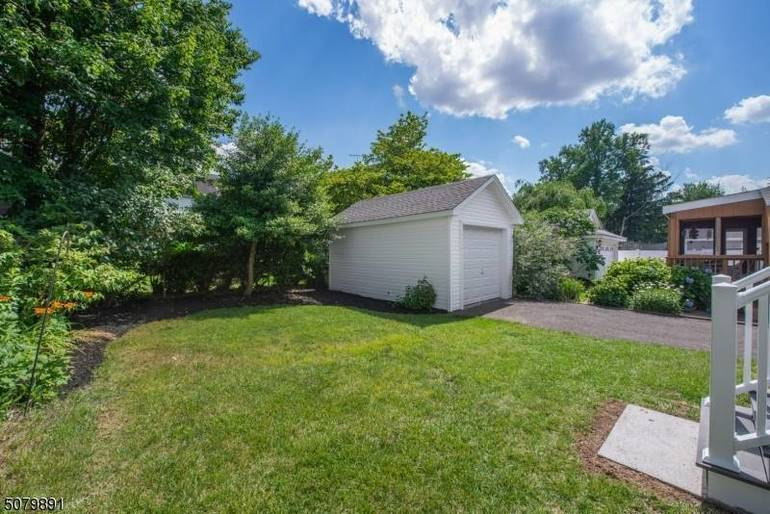 Fully Renovated 4 BR Oakview Colonial Hits Market