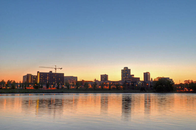 1000px-New_Brunswick_NJ_Skyline_at_Sunset.jpg