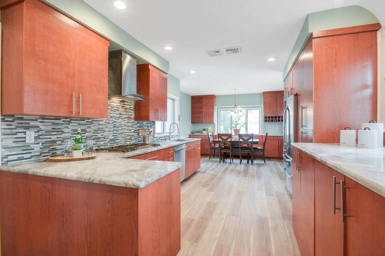 Renovated Colonial by Maplecrest Park
