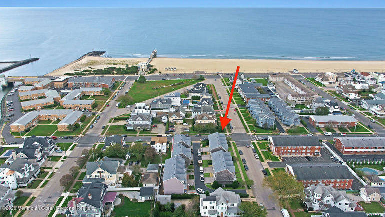 Townhome with It All ... Airy Corner Lot and Ocean Views!