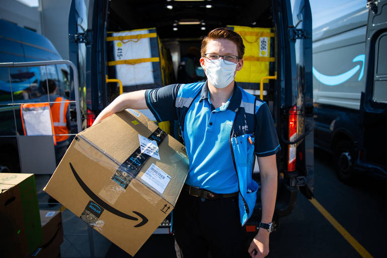 Best crop 723357e6f1090bc6d892 4efaf666e35288ae7807 amazon delivery driver with package 3
