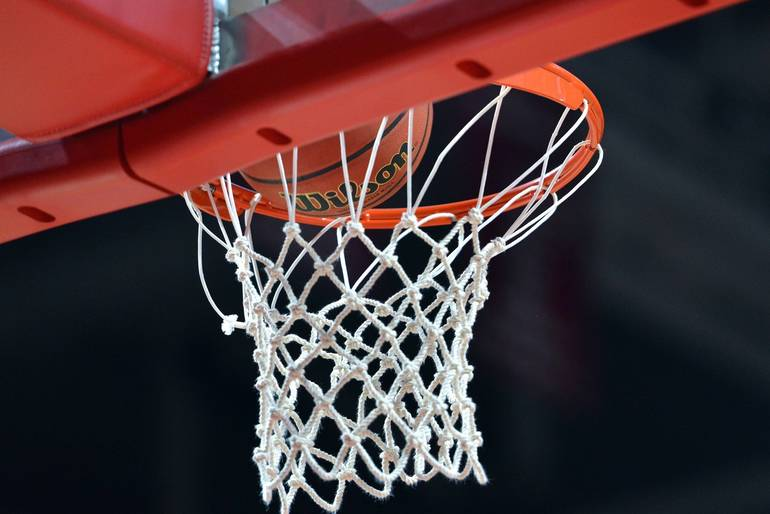 Roxbury Boys Basketball Advances in County Tourney