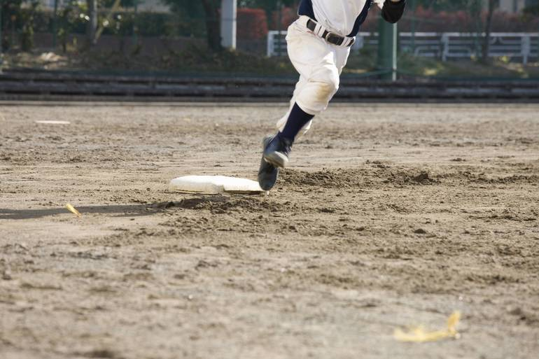 Baseball player running the bases
