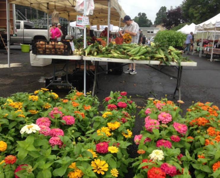Bernardsville Farmers Market at the Bernardsville train station.