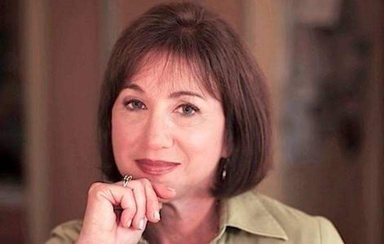 Betsy Rosenberg headshot.jpg