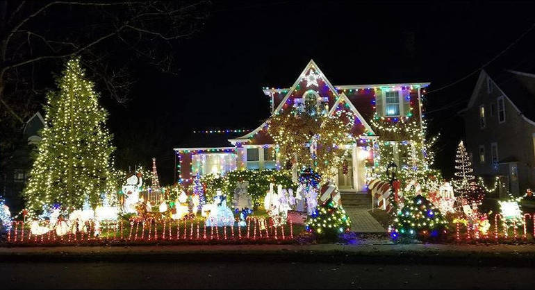 Christmas House 2019a.png
