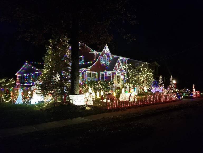 Fanwood christmas house 2019.jpg