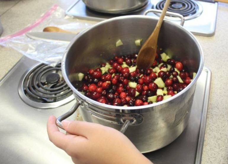 Move Over Martha, Raiders' Ginger-Spiced Cranberry Sauce Is Thanksgiving's Best Bet from Nutley NJ