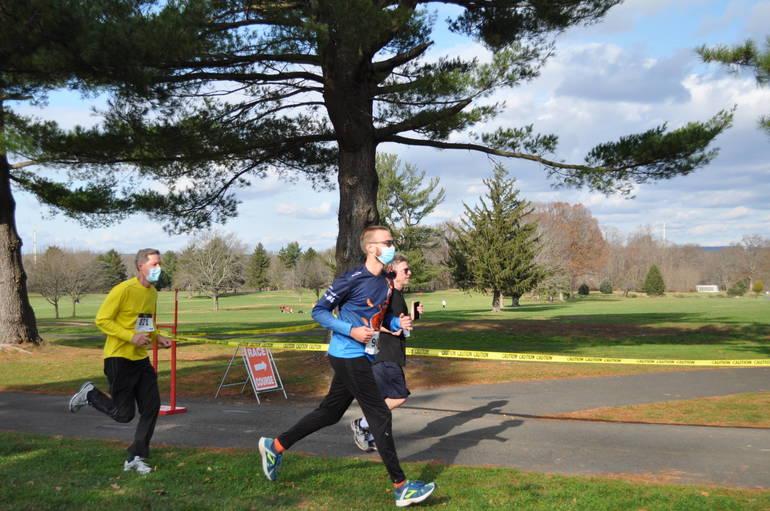 Annual Turkey Trot Gobbles Through Oak Ridge Park for 2020