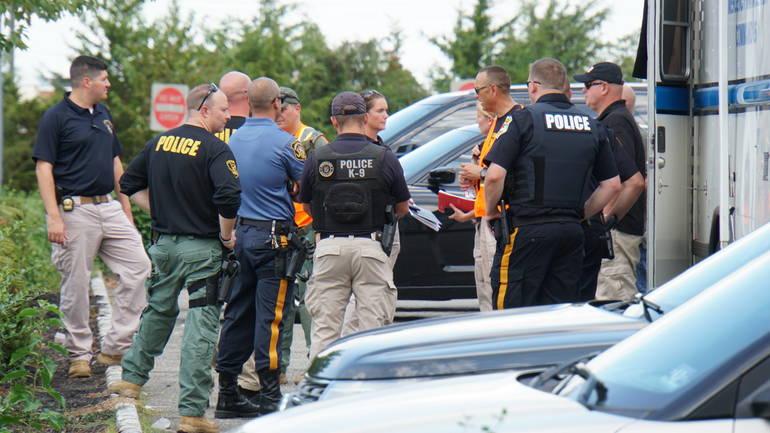 Hunterdon SWAT team search.JPG