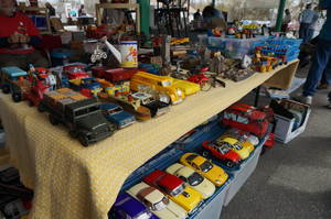 Man Cave/She Shed Garage Sale Brings Collectors to Hawthorne