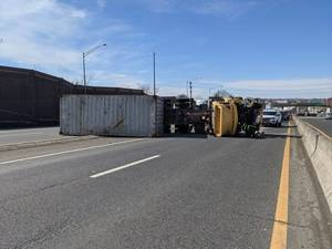 Carousel image d8fb5e0cf677e78fe999 dd4811f5923331e0e246 edit take two 2021 feb 24 overturned tractor trailer on route 80 e express lanes from hackensack fd