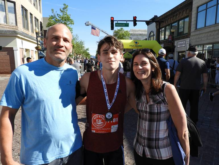 FIRST PLACE WINNER DAVE FAVORITO WITH HIS FAMILY.jpg