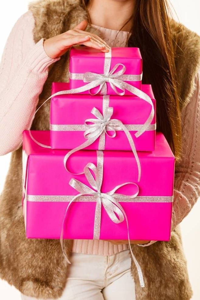 Wrap, Ship and Relax: Room to Read Hosts Gift Wrapping Event at Postal Annex, December 12