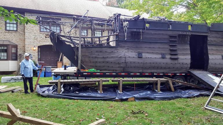 Succasunna Nj Pirate Ship House Halloween 2020 A Ship in a Yard Means Halloween's Coming to Roxbury   TAPinto