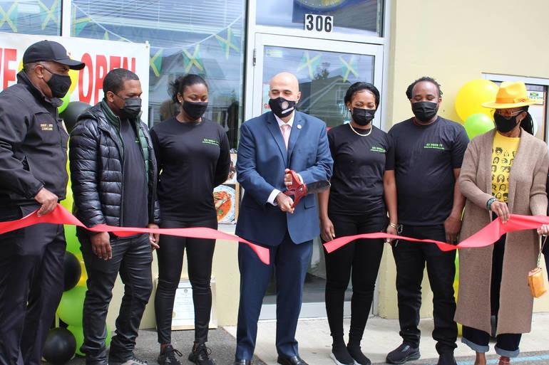 """""""EZ Does It"""" Brings Jamaican Flavor to Prospect Park"""