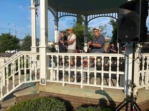 """""""Unplugged"""" performs at Summer Concert Series"""