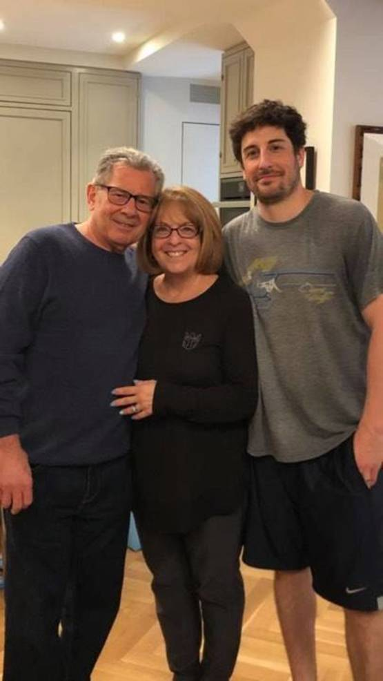 Jason Biggs with Parents Angela and Gary Biggs.jpg