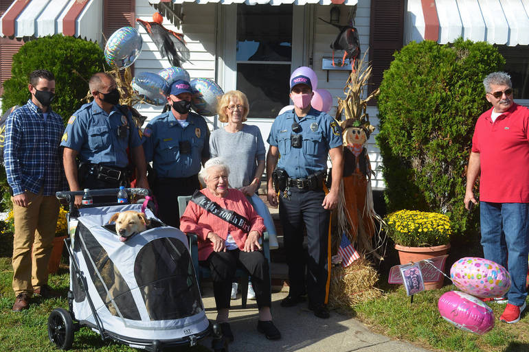 Evelyn Kiss, 100, surrounded by her family in Fanwood.