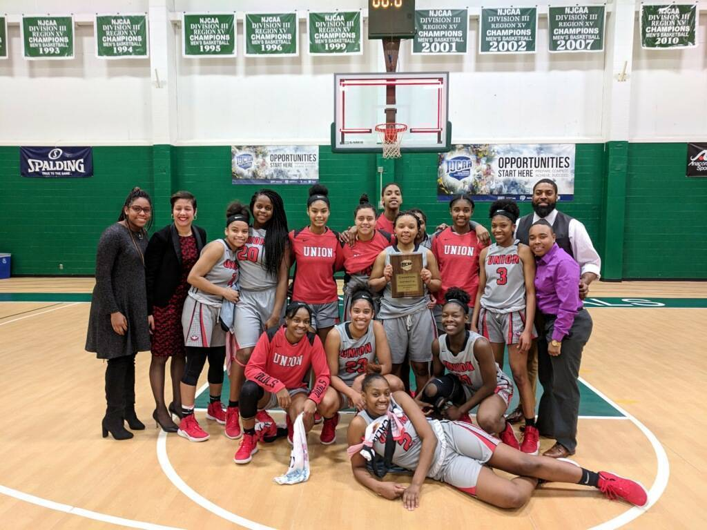 lady owls win district N.JPG