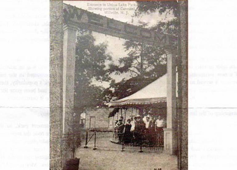 Luna park entrance.JPG