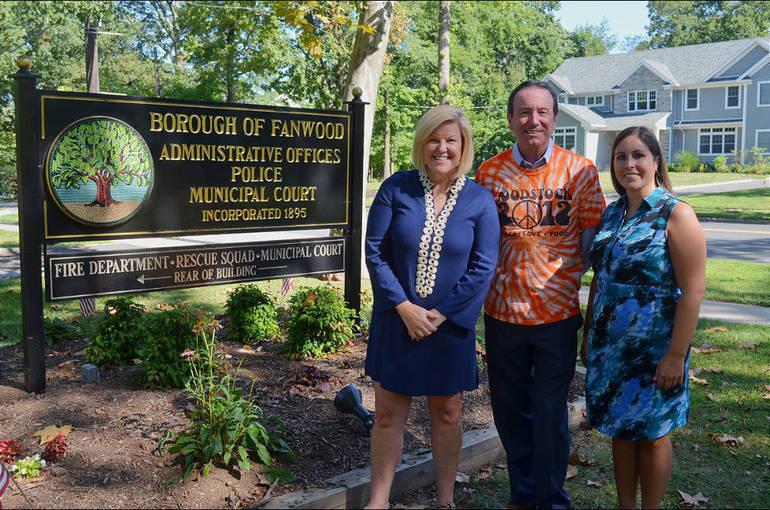 Mayor Mahr, Bob Swisher, Mayor Sara Todisco.png