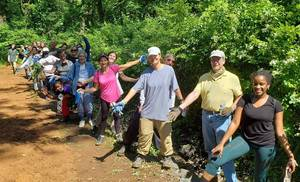 Union County Volunteers Celebrate National Trails Day with a Restoration Project in the Watchung Reservation